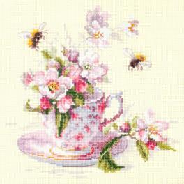Vyšívací sada - Větvička kvetoucí jabloně v šálku